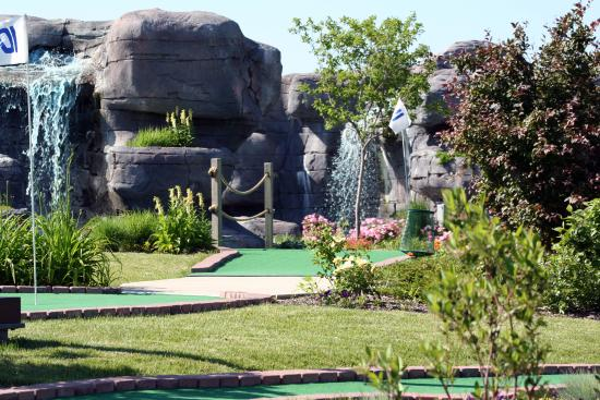 DuPage County, IL: Glen Ellyn Park District Holes  Knolls Miniature Golf Course