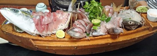 Marunaka: 夕食の舟盛り