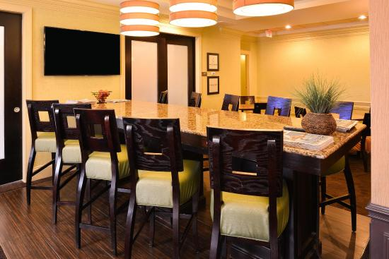 Hampton Inn & Suites Atlantic Beach: Breakfast Seating