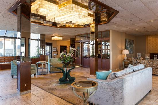 Shilo Inn Suites Hotel - Seaside Oceanfront: Steo into the beautiful Seaside Oceanfront hotel lobby for friendly service and ocean views.
