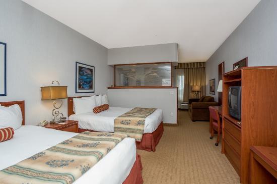 Shilo Inn Suites - Ocean Shores: Guest room overlooking the ocean at Shilo Inns in Ocean Shores, WA