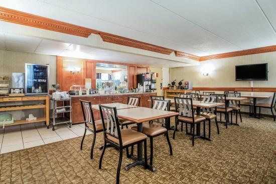Quality Inn near Destiny USA: Breakfast