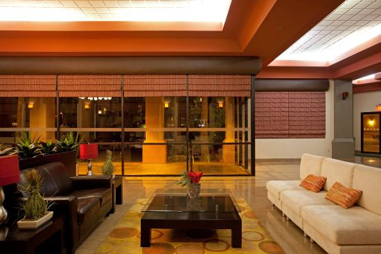 Casa Grande, AZ: Visit with friends and family in the stylish lobby
