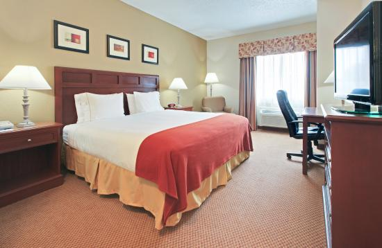 El Dorado, AR: King Bed Guest Room