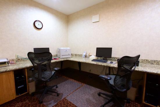 Holiday Inn Express Fargo - West Acres: Business Center