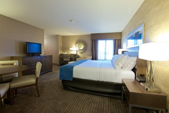 Holiday Inn Express Fargo - West Acres: Enjoy our completely renovated guest rooms.