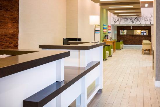 Holiday Inn Salem (I-93 at exit 2): Front Desk