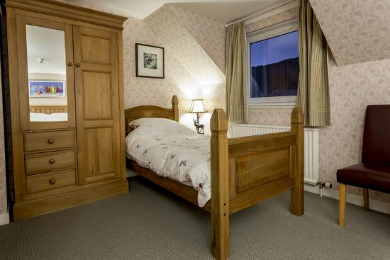 Eilean Donan Guesthouse : Single bed in Family room