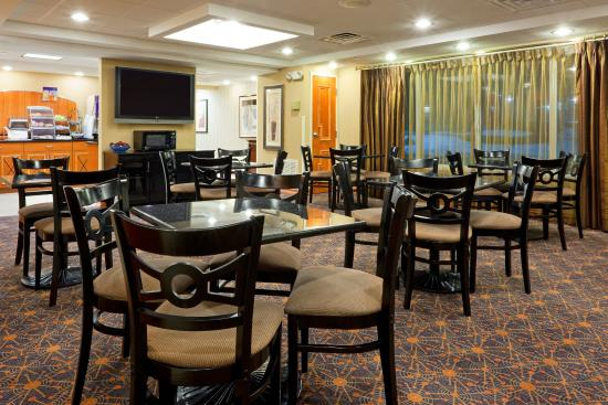 Holiday Inn Express Hotel & Suites West Long Branch: Breakfast Bar