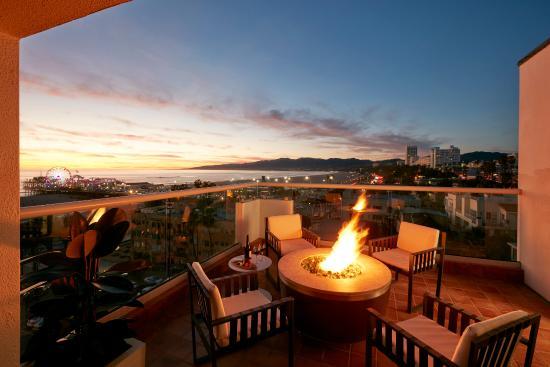 Loews Santa Monica Beach Hotel: Palm Suite Patio With Fire Pit