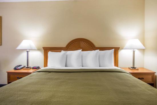 Americus, GA: King guest room