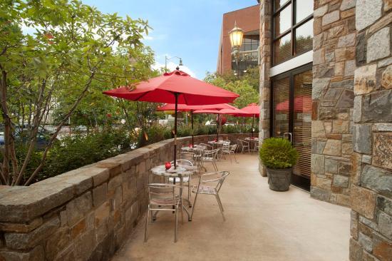 Beacon Hotel & Corporate Quarters: Restaurant Patio Open Seasonally