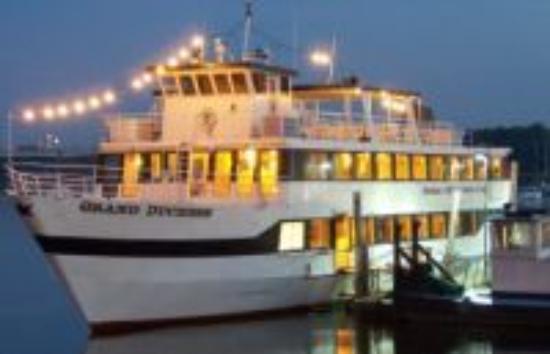 Afton, Миннесота: Evening on Grand Duchess Charter Boat
