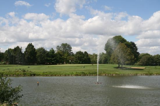 Westmont Twin Lakes Golf Club