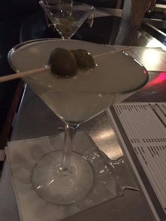Hanny's: dirty martini