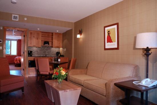 Fox Hotel & Suites - Suite Living Room