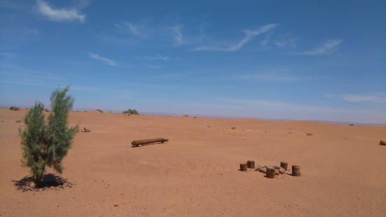 Vue de la Kasbah Iguidi Tours