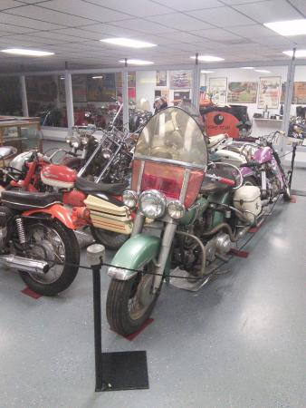 American Classic Motorcycle Museum: The place is packed with old motorcycles