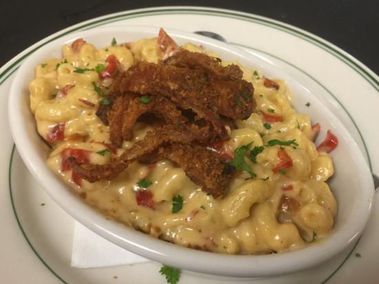 HAppy hour Mac and cheese with fried bacon!