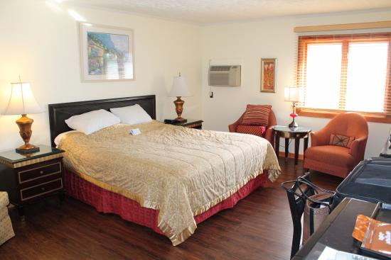 King room upstairs, very clean and comfortable