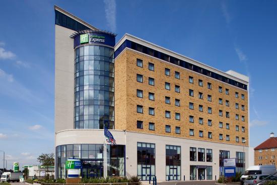 Holiday Inn Express London-Newbury Park: Hotel Exterior