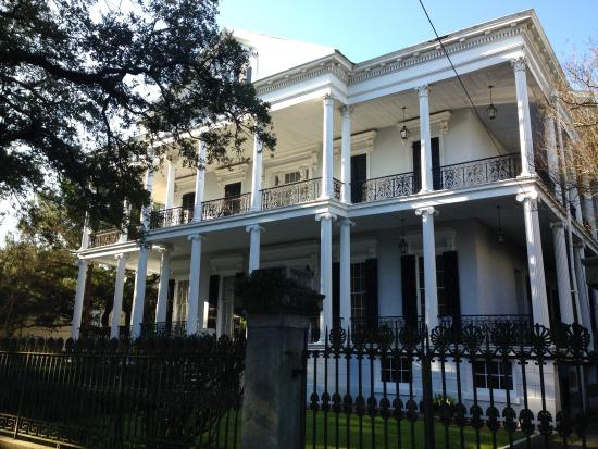 La Vie Orleans Tours: Buckner Mansion - Garden District