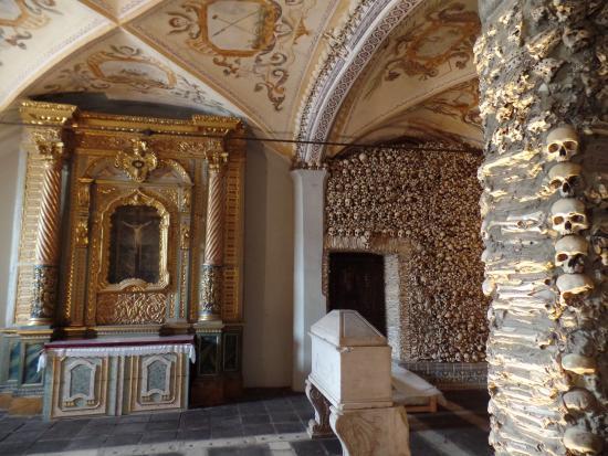 Lisboasightseeing : Evora's Chapel of Bones at Sao Francisco Church