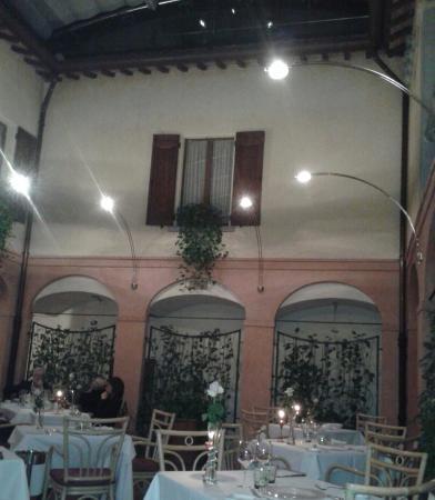 Bagnara di Romagna, Itália: Chiostro durante la cena