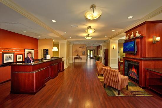 Hampton Inn & Suites Sevierville @ Stadium Drive: Lobby Front Desk Area