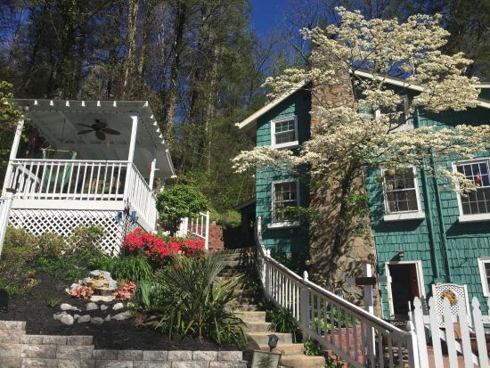 Laurel Springs Lodge B&B: Tucked away from the maddening crowd