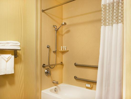 Smithfield, RI: Tub with Rails