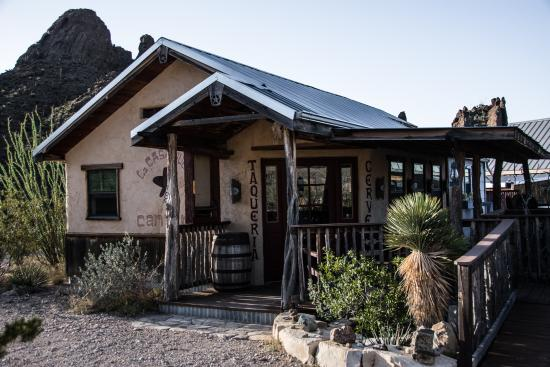 """Ten Bits Ranch: Where breakfast is served - even has """"outdoor dining""""!"""