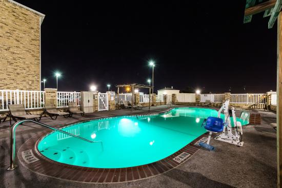Comfort Suites Central : Pool