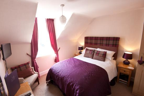 The Ness Guest House: This very comfortable double room has a double bed and ensuite bathroom.