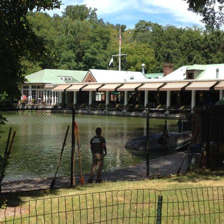 Patio ristorante visto dal parco