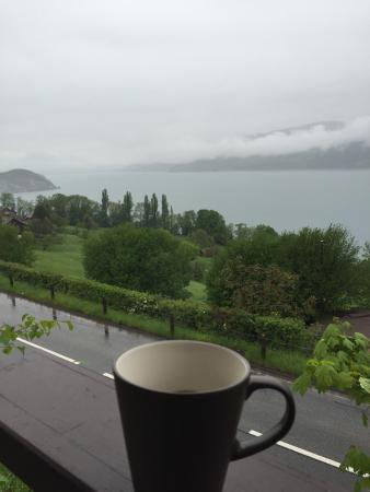 Krattigen, Switzerland: Nice  and clean room with lake view the family is nice we recomndd to stay in b&b if u like vist