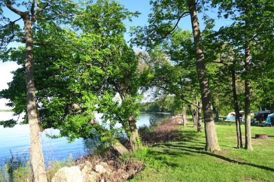 Kelleys Island, OH: Edge of campground by Lake Erie