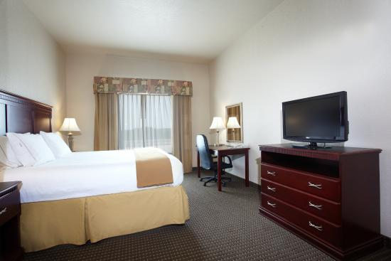 Hearne, TX: King Bed Guest Room
