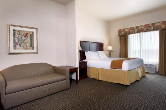 Hearne, TX: King Suite
