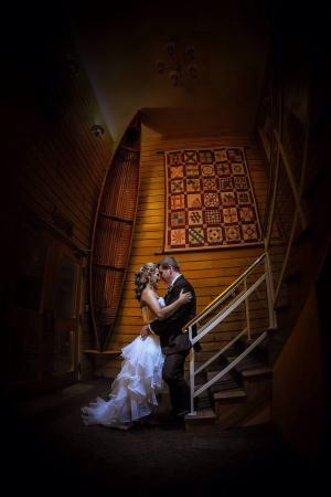 Keene, Canadá: One of our wedding photos taken inside the main building.