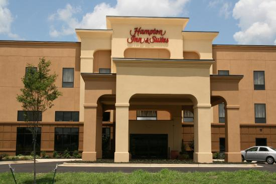 Hampton Inn & Suites West Point: Hotel Exterior