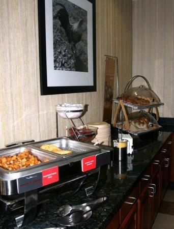 Hampton Inn & Suites Exmore - Eastern Shore: Free Hot Breakfast