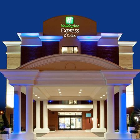 Holiday Inn Express Hotel & Suites Norfolk International Airport: Stay Smart at the Holiday Inn Express & Suites Norfolk Airport