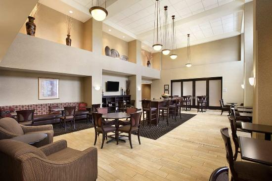 Hampton Inn & Suites Rochester - North: Perfect Mix Lobby