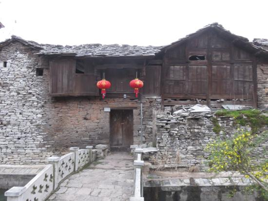 Pingba County, Kina: An old house.