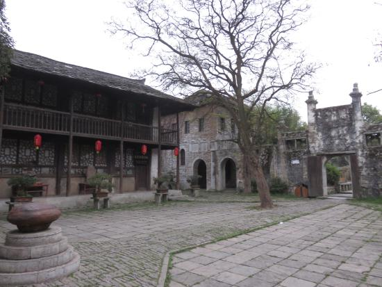 Pingba County, Chiny: Inside the castle.