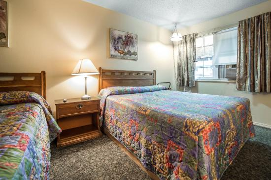 La Grande, OR: Guest room with two beds