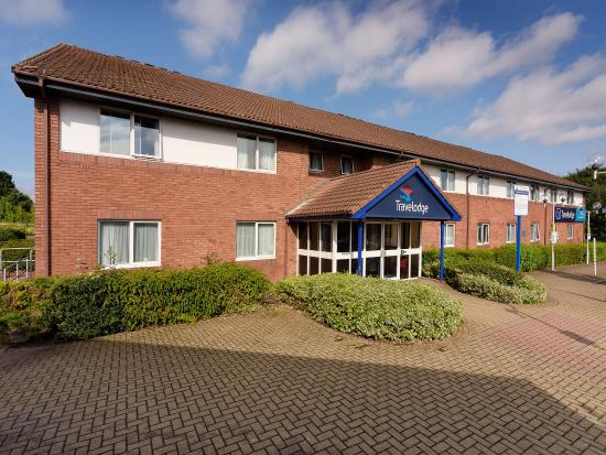 Ferrybridge, UK: Travelodge Exterior