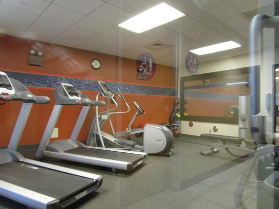Hampton Inn & Suites Highland: Fitness Room