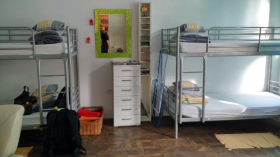 Fluxus Hostel: 6-bed room